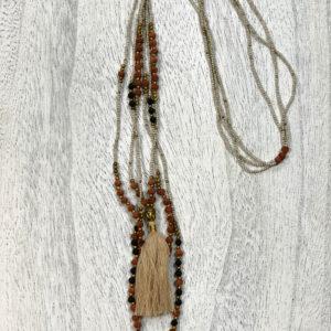 Kaelakee valmistatud käsitööna Bali saarel