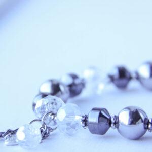 Hematiidist ja nat.kristallidest käevõru ripatsitega