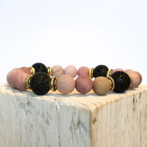 Rodoniit ja laavakivi käevõru kuldsete vahedega